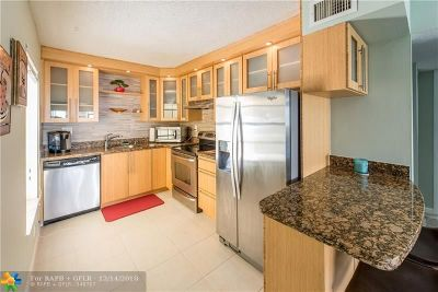 Boca Raton Condo/Townhouse For Sale: 301 Olivewood Place #O125