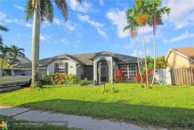Sunrise Single Family Home For Sale: 913 SW 149th Way