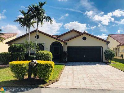 Tamarac Single Family Home For Sale: 7006 Golf Pointe Cir