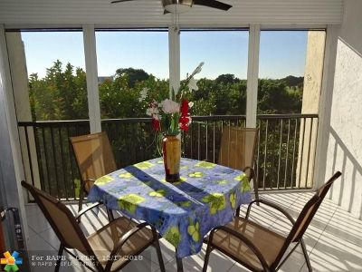Broward County , Palm Beach County Condo/Townhouse For Sale: 3910 Inverrary Blvd #606-B