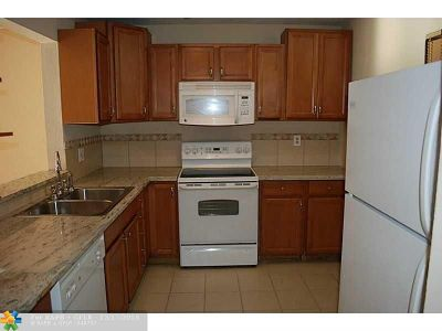 Lauderdale Lakes FL Condo/Townhouse For Sale: $63,788
