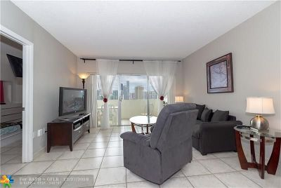Sunny Isles Beach Condo/Townhouse For Sale: 300 Bayview Dr #PH01