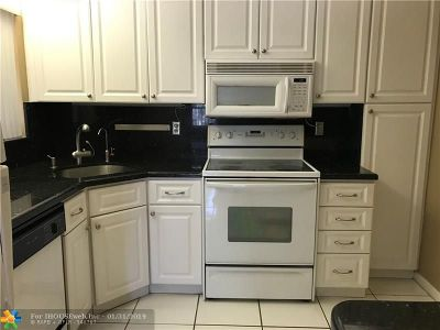 Coconut Creek Condo/Townhouse For Sale: 3321 NW 47th Ave #3239