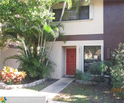 Oakland Park Condo/Townhouse For Sale: 3070 S Oakland Forest Dr #306