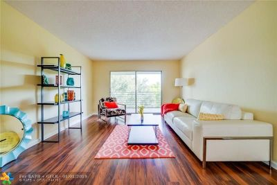 Coconut Creek Condo/Townhouse For Sale: 2201 Lucaya Bend #G4