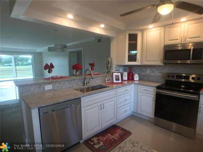 Coconut Creek Condo/Townhouse For Sale: 3003 Portofino Isle #M2