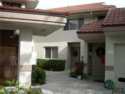 Plantation Condo/Townhouse For Sale: 983 NW 93rd Ave #983