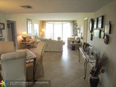 Pompano Beach Condo/Townhouse For Sale: 565 Oaks Ln #102