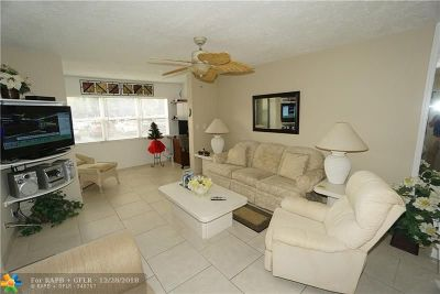 Lauderdale Lakes Condo/Townhouse For Sale: 2811 Somerset Dr #112