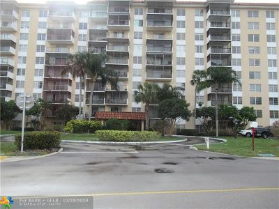 Lauderhill Condo/Townhouse For Sale: 4174 Inverrary Dr #208