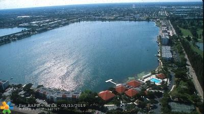 Oakland Park Condo/Townhouse For Sale: 117 Lake Emerald Dr #407