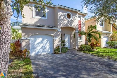 Plantation Single Family Home For Sale: 824 NW 99 Ave