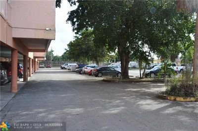 Hialeah Condo/Townhouse For Sale: 1900 W 68th St #i201