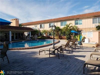 Wilton Manors Condo/Townhouse For Sale: 639 W Oakland Park Blvd #205-D