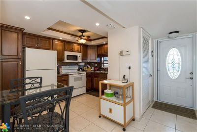 Pembroke Pines Condo/Townhouse For Sale: 800 S Hollybrook Dr #208