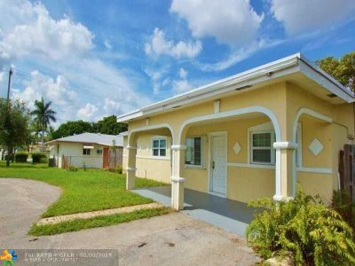 Pompano Beach Single Family Home For Sale: 851 S Cypress Rd