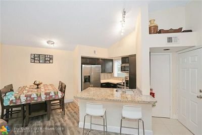 Margate Condo/Townhouse For Sale: 3480 Pinewalk Dr #122