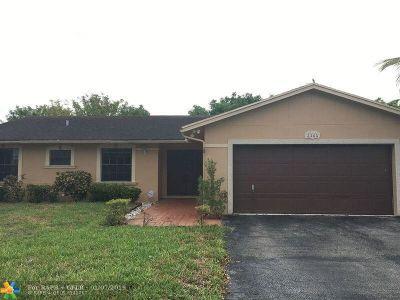 Miramar Single Family Home For Sale: 2361 E Lake Miramar Cir