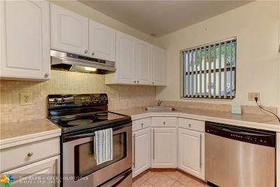 Coconut Creek Condo/Townhouse For Sale: 3129 Cocoplum Cir #33104