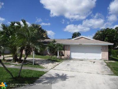 Boynton Beach Single Family Home For Sale: 8479 Raymond Dr
