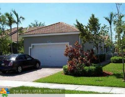 Sunrise Condo/Townhouse For Sale: 7600 S Aragon Blvd #3