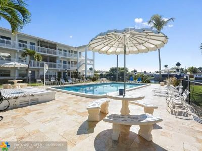 Wilton Manors Condo/Townhouse For Sale: 1152 NW 30th Ct #109