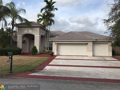 Davie Single Family Home For Sale: 13725 Carlton Dr