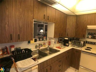 Coconut Creek Condo/Townhouse For Sale: 2405 Antigua Cir #L1
