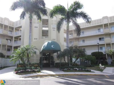 Tamarac Condo/Townhouse For Sale: 7635 Southampton Ter #301