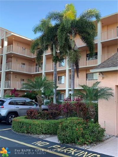 Delray Beach Condo/Townhouse For Sale: 7350 Kinghurst Dr #301