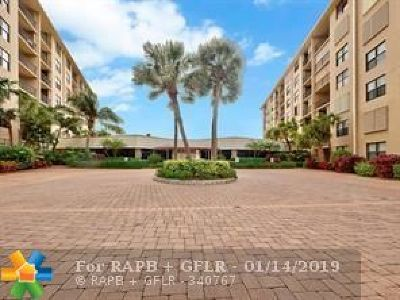 South Palm Beach Condo/Townhouse For Sale: 3545 S Ocean Boulevard #206
