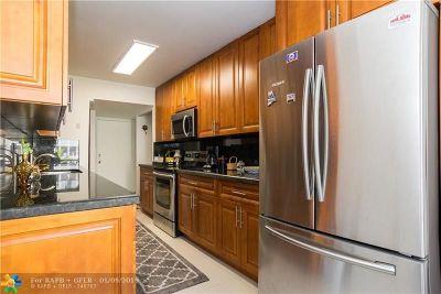 Miami Condo/Townhouse For Sale: 1670 NE 191st St #202-3