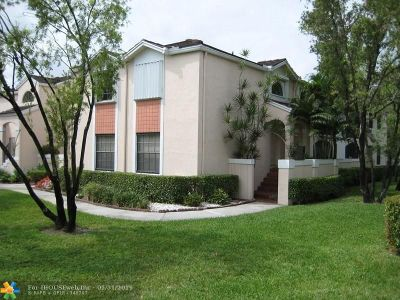 Pembroke Pines Condo/Townhouse For Sale: 11890 NW 11th St #11890