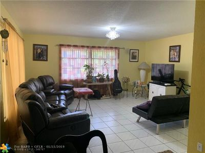 Lauderdale Lakes Condo/Townhouse For Sale: 3071 NW 47th Ter #319