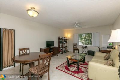 Fort Lauderdale Condo/Townhouse For Sale: 5840 NE 22nd Way #706