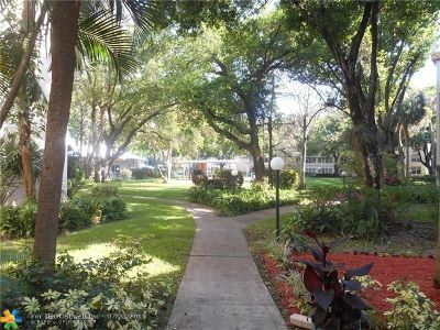Lauderdale Lakes Condo/Townhouse For Sale: 2600 NW 49th Ave #207