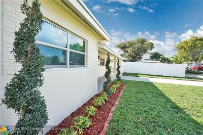 Oakland Park Single Family Home For Sale: 250 NE 45th Ct
