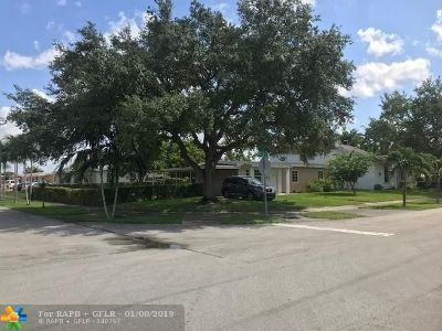 Miami Single Family Home For Sale: 10975 SW 55th St