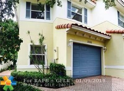 Oakland Park Condo/Townhouse For Sale: 2551 NW 31st Ct #67