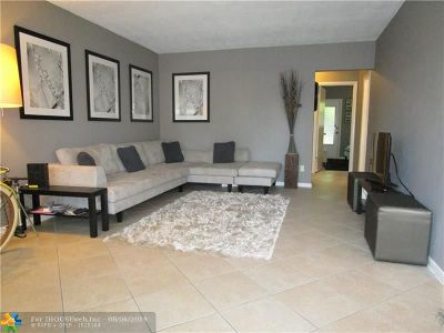 Fort Lauderdale Condo/Townhouse For Sale: 2160 NE 56th Ct #102