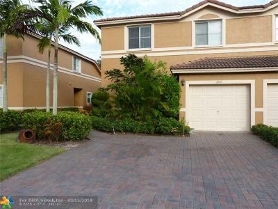Sunrise Condo/Townhouse For Sale: 2040 NW 99th Way #2040