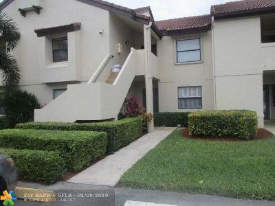 Boynton Beach Condo/Townhouse For Sale: 5909 Parkwalk Dr #611