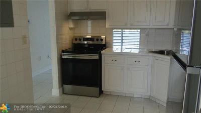 Miami Condo/Townhouse For Sale: 1075 NE Miami Gardens Dr #606