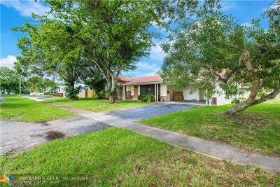 Plantation Single Family Home For Sale: 161 SW 53 Avenue