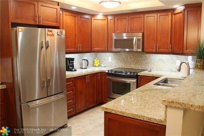 Deerfield Beach Condo/Townhouse For Sale: 4102 Oakridge V #4102