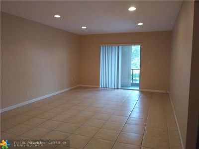 Coral Springs Condo/Townhouse For Sale: 4136 NW 88th Ave #205
