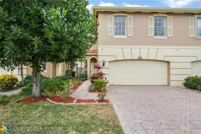 Coconut Creek Condo/Townhouse For Sale: 5181 Meadow Oaks Dr