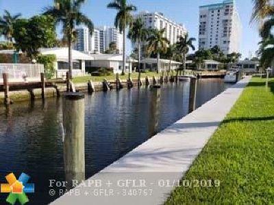 Pompano Beach Condo/Townhouse For Sale: 3223 SE 11th St #E13
