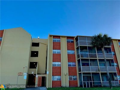 Lauderdale Lakes Condo/Townhouse For Sale: 3600 NW 21st St #108