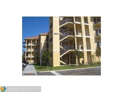 Coral Springs Condo/Townhouse For Sale: 2851 Riverside Dr #308N